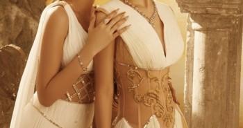 Từ khi chơi với Ngọc Trinh, Chi Pu cũng có những màn 'lên đồ' táo bạo, đúng là cặp 'chị chị em em' đáng gờm trong Vbiz
